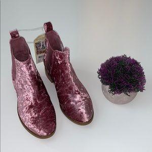 Toms Ella Chelsea Boot Pink Velvet Size 6 New
